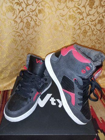 Черевики-кросівки для хлопчика єврозима  фірми Victory