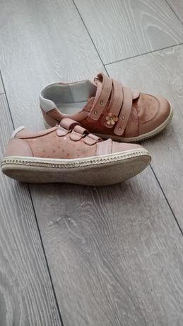 Продам детские закрытые туфли.