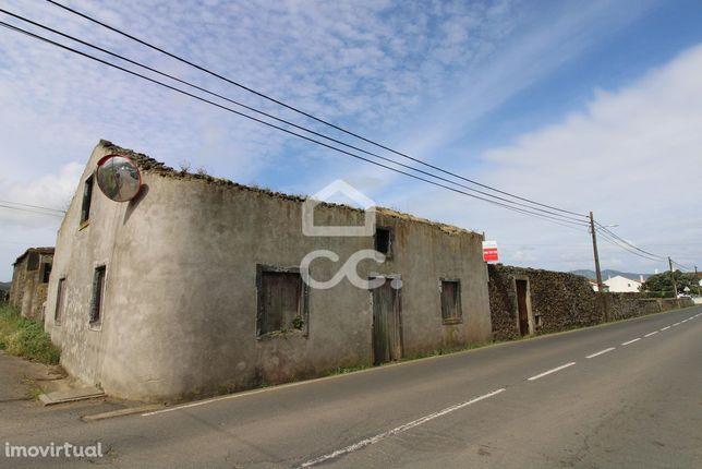Ruína em Terreno Urbano - Calhetas - Ribeira Grande