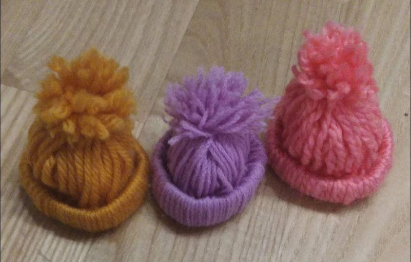 Oddam 3 czapeczki dla lalki typu barbie Lesznowola - image 1