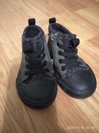 Продам осінні чобітки стильні