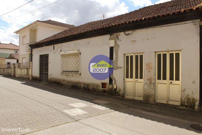 Casa destinada a comércio em Avelãs de Caminho