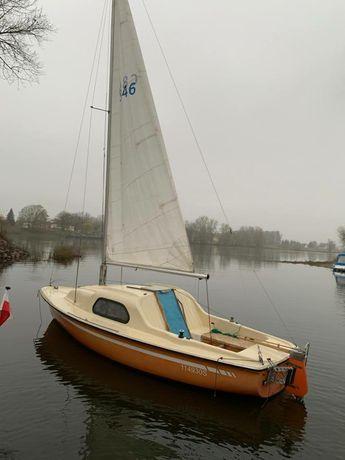 Jacht żaglowy , łódź kabinowa