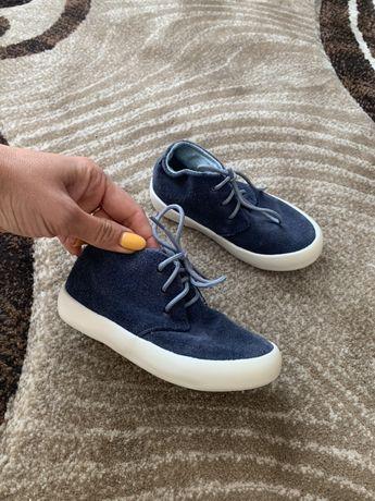 Макасіни черевики кеди