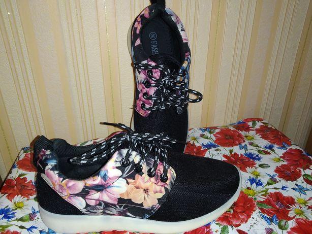 Продам женские кроссовки fashion