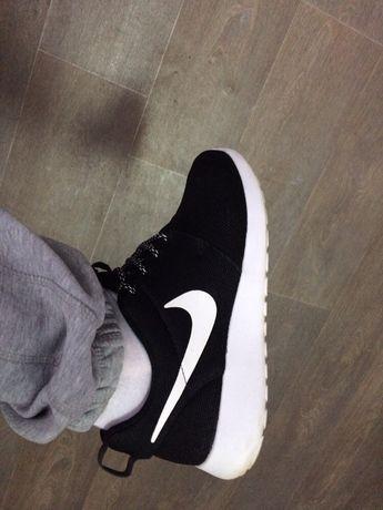 Продам кроссовки NIKE 41-й размер 26,5 по стельке
