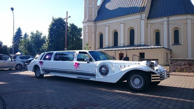 Limuzyna Excalibur w stylu retro samochód na ślub auto na wesele