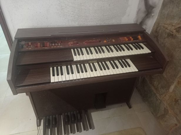Órgão/sintetizador vintage - eminent