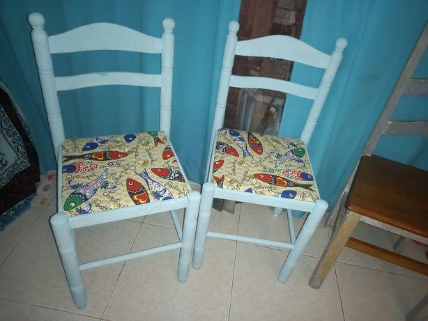 Cadeiras variadas,rústicas e clássicas.