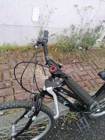Bicicleta de criança praticamente nova