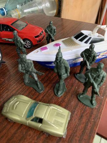 Игрушечные машинки игрушечный катер солдатики