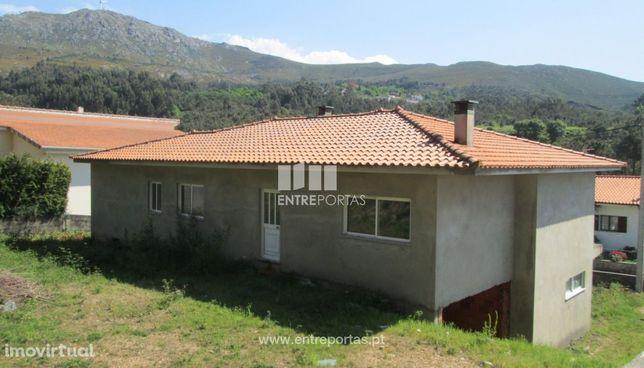 Terreno com moradia em construção para venda, Vila Nova de Cerveira