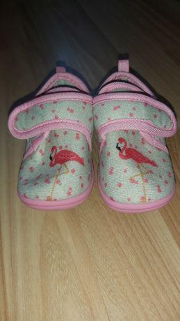 Kapcie, buciki dla dziewczynki