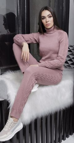 Вязаный костюм в цвете пудра , размер 48-52