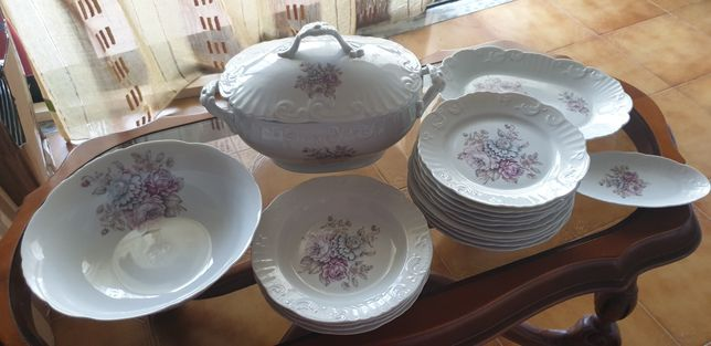 VISTA ALEGRE Serviço  de porcelana  41 peças de VISTA ALEGRE