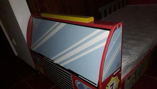 Cama criança em formato camião