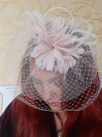 Ретро шляпка ободок с перьями.