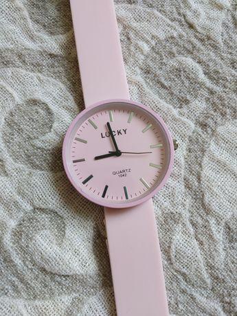 Жіночий годинник з силіконовим ремішком