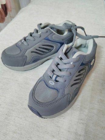 Нові кросівки 26 р
