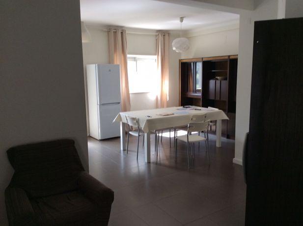 Quarto para arrendar a estudantes (raparigas) em apartamento preparado