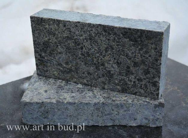Czarna kostka granitowa Labradoryt - CIĘTA płomieniowana 10x20x5 cm