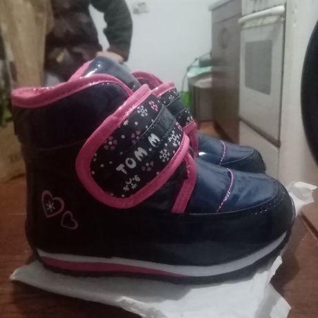 Зимові чобіткі для дівчаток