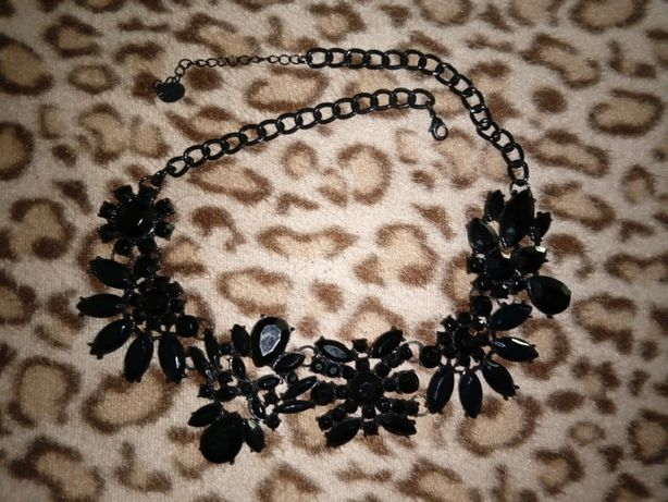 Colar com cristais preto