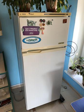 Продам 2-х камерный холодильник Филипс . Б/у. Рабочий
