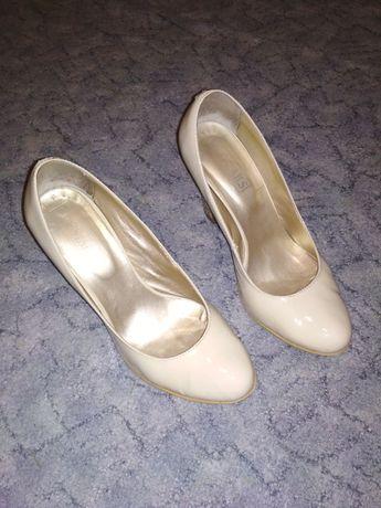 Свадебное платье, фата, туфли, подьюпники р. 42-46 корсет