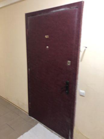 Продам входную дверь ( металическая)
