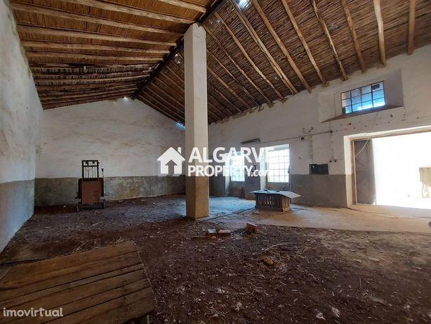 SÃO BRÁS - Antiga Fábrica de cortiça localizada na periferia de São Br