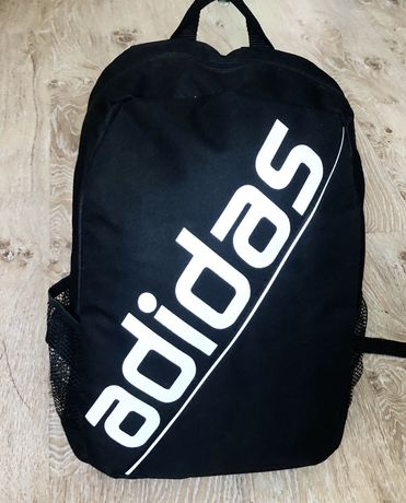 Новый рюкзак для мальчика Adidas.