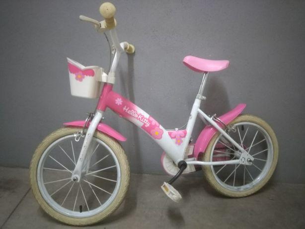 Bicicleta de menina (c/ rodinhas laterais) em ótimo estado