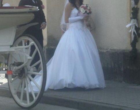 Sprzedam piękną suknie ślubną princessa z trenem 36-38
