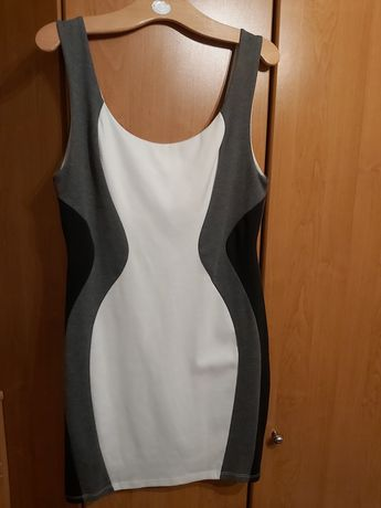 Białoszara sukienka