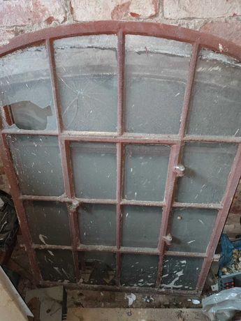 Stare okna żeliwne