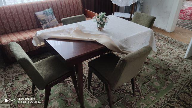 Komplet stół, krzesła i wersalka