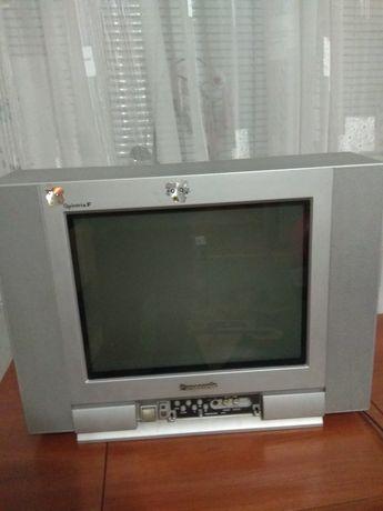 Телевизор Панасоник +кронштейн