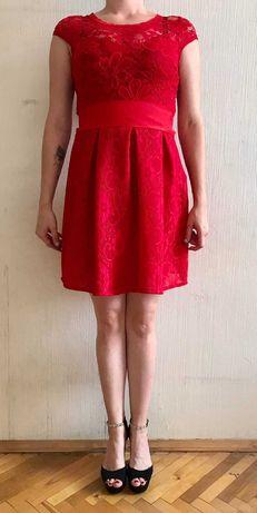Червоне мереживне плаття