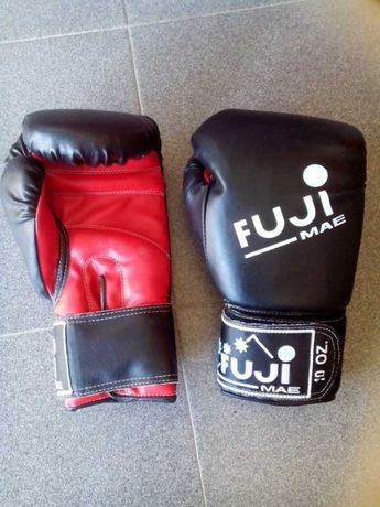 Variado equipamento para Kickboxing