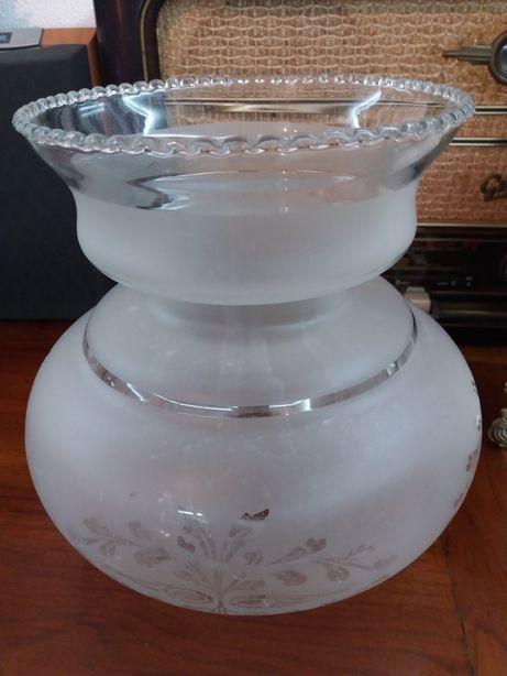 Globos e taça de vidro