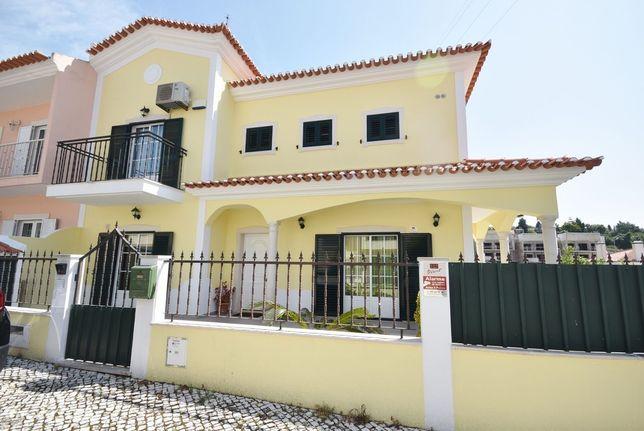 Moradia V4 com Churrasqueira, Jardim e 2 Suites em Vila Franca de Xira