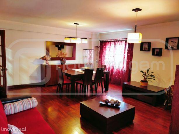 Apartamento T2+1 com terraço e garagem | Barrocas