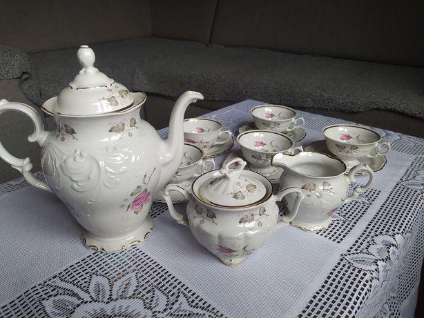 Porcelana Wałbrzych stan idealny róże zestaw kawowy filiżanki dzbanek