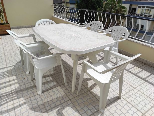 Mesa e 6 cadeiras de exterior