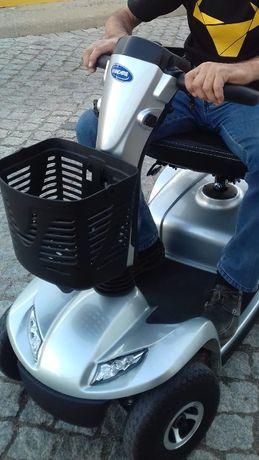 Scooter de mobilidade invacare leo