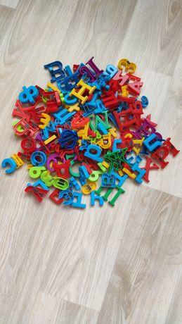 Набор-магнитные буквы, цифры, знаки- всего 146 элементов.