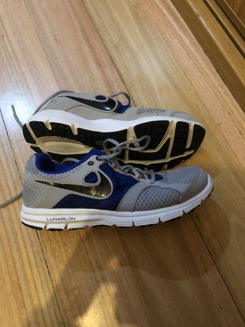 Nike Sapatilhas Unisexo 38.5 corrida