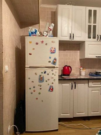 25 метров комната  семейном общежитии со своей кухней метро Нивки
