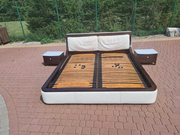 łóżko sypialniane z szafkami nocnymi